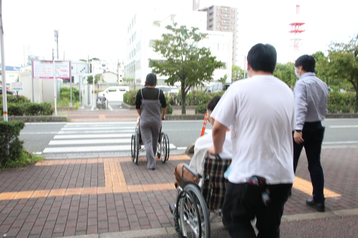 【介護福祉学科】車椅子でお買い物へ!
